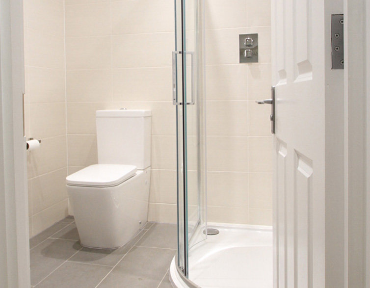 Clayhall Peel Place En-Suite Bathroom